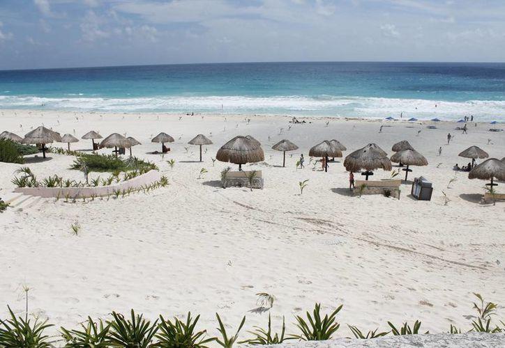 Las autoridades tratan de evitar la erosión de los arenales. (Israel Leal/SIPSE)