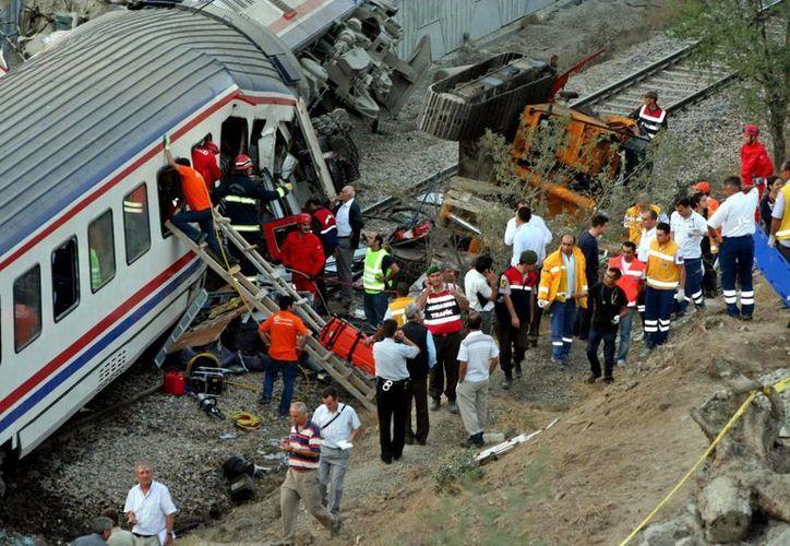 El accidente fatal se produjo en en un paso a desnivel cerca de la ciudad portuaria de Mersin. (EFE)