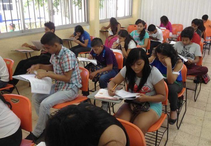 En Benito Juárez participaron 7 mil 594 alumnos egresados de secundaria, en el examen de selección para ingresar al bachillerato. (Redacción/SIPSE)
