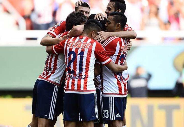 Con la victoria de este domingo el Guadalajara alcanzó los 85 puntos del Puebla en la tabla del descenso de la Liga MX, ocupando el lugar número 16. (Excelsior)