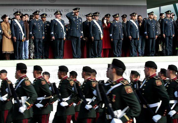 El secretario de la Defensa, Salvador Cienfuegos Zepeda, impuso condecoraciones y entregó reconocimientos a 15 generales que pasaron a situación de retiro. (Notimex)
