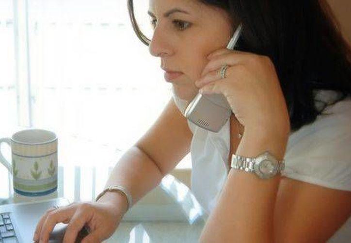 En el país 9.6 por ciento de las mujeres usan Internet móvil. (entremujeres.com)