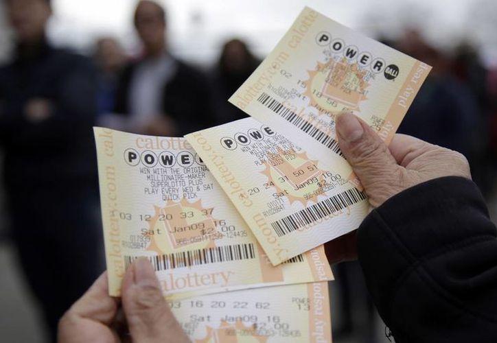 La Lotería Powerball, la más esperada de Estados Unidos, entregará este miércoles el premio mayor: mil 300 mdd. (AP)
