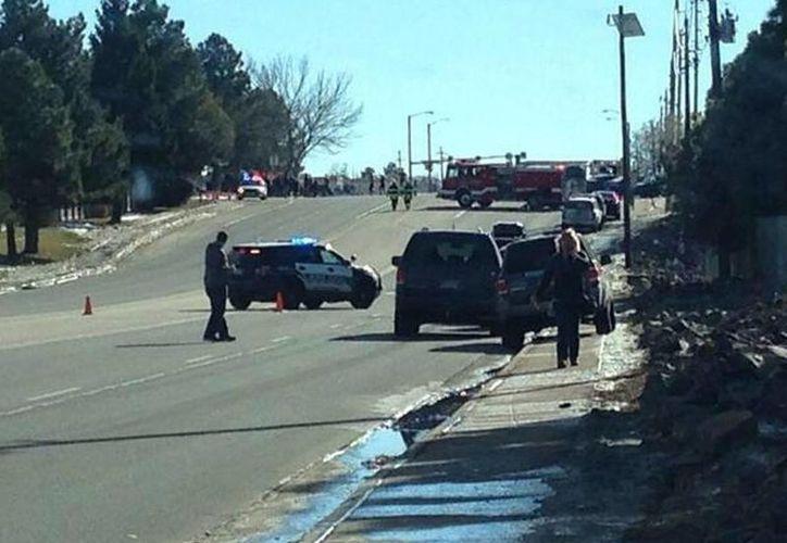 Medios locales afirman que el presunto tirador está aún dentro del edificio. (Twitter/@ActualidadRT)