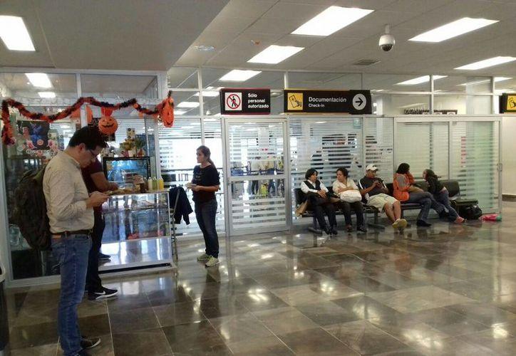 Cada vez es más frecuente el retraso de los vuelos que tienen como origen y destino la capital del país. (Paloma Wong/SIPSE)