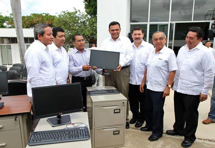 Mediante una inversión de más de cuatro millones de pesos, el gobernador Rolando Zapata puso en marcha la modernización de la Junta Local de Conciliación y Arbitraje. (Cortesía)