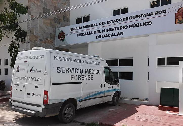 El cuerpo fue trasladado por la ambulancia del Servicio Médico Forense. (Javier Ortiz/SIPSE)