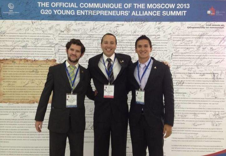 La delegación yucateca de jóvenes que participó en la reunión del G-20. (SIPSE)