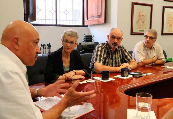 Representantes del Consorcio de Universitario de Canadá se reunieron con el rector de la Uady, José de Jesús Williams, para buscar acuerdos de colaboración. (SIPSE)