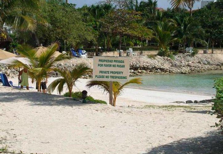 En algunas playas del país, los hoteleros se sienten dueños hasta del mar; Profepa es la autoridad encargada de sancionar las malas prácticas. (Imagen de contexto/Novedades de Quintana Roo)