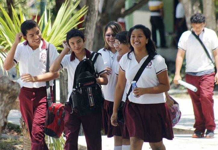 El dinero que dan los padres de los alumnos se destina para ayudar en las necesidades de cada escuela. (Jesús Tijerina/SIPSE)