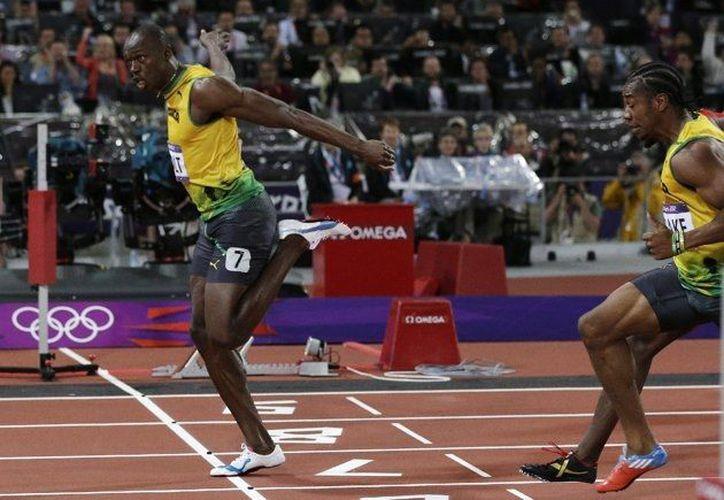 En este 2012, Bolt conquistó los títulos olímpicos en los 100 metros, los 200 y el relevo 4x100. (Agencias)
