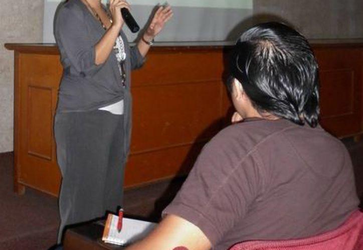 El primer curso fue impartido por la maestra y psicóloga Nury Suemy Moguel Núñez. (Milenio Novedades)