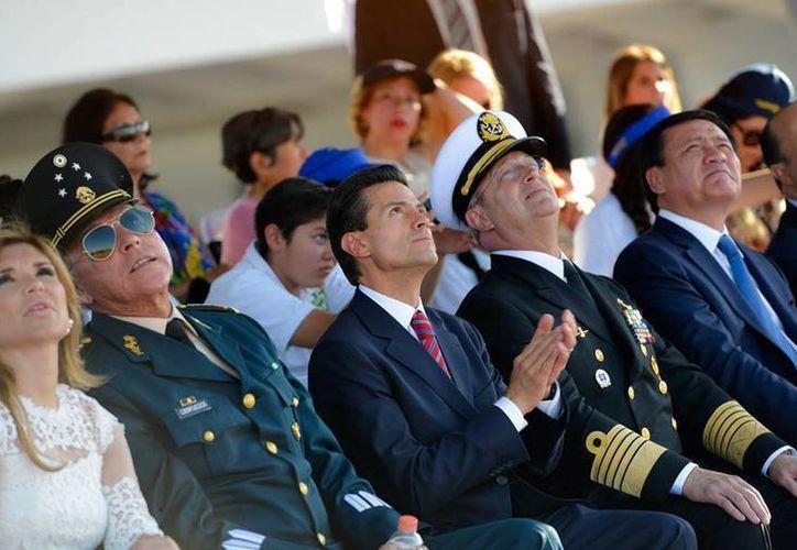 Peña Nieto encabezó el 101 aniversario de la Fuerza Aérea Mexicana en Hermosillo, Sonora. (Presidencia)