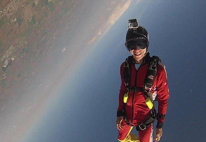 Un paracaidista de 27 años de edad en Florida envió un video a su esposa diciendo que no iba a tirar de la cuerda en su paracaídas. (Facebook).