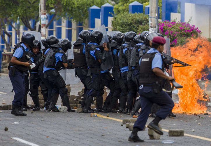 El saldo de las protestas es, hasta ahora, de 350 muertos. (Notishop.net)