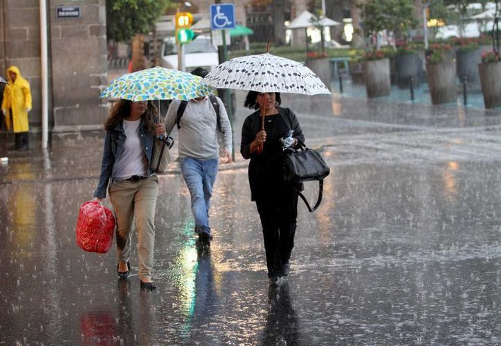 Las lluvias son derivadas de los frentes fríos 6 y 7, la línea de vaguada y un disturbio tropical. (Archivo/Notimex)