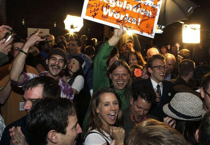 Cientos salieron a las calles para celebrar la medida. (Agencias)