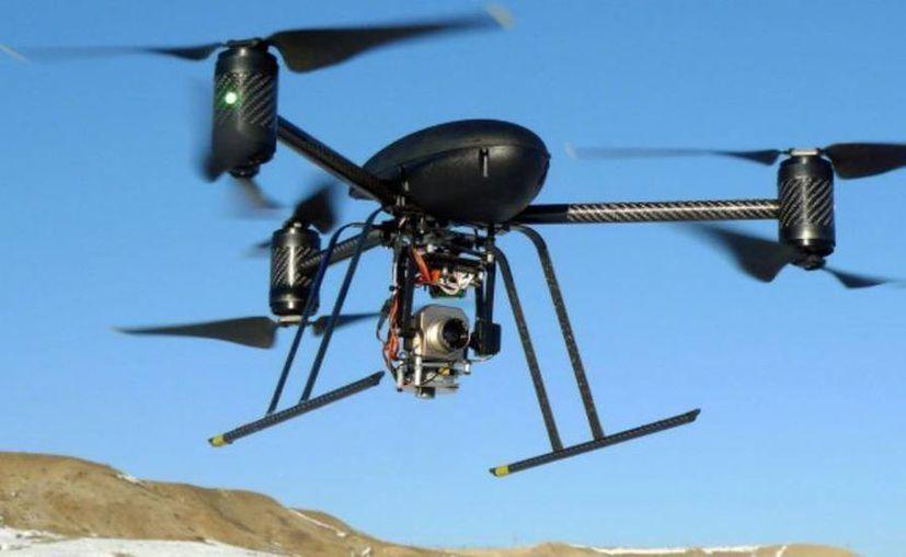 Debido al creciente uso de aeronaves no tripuladas, conocidas como drones, la SCT regula la operación a fin de preservar la seguridad del público y de los operadores de esas aeronaves. (Agencias)