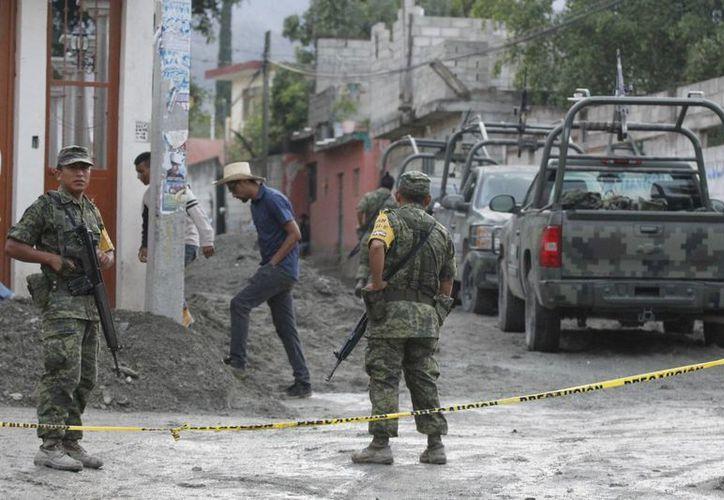 El caso Tlatlaya es una 'dramática evidencia' de los riesgos a los que se exponen las fuerzas armadas en el combate al narcotráfico, aseguran analistas. (Archivo/Notimex)