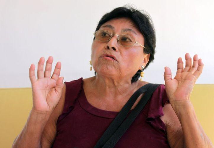 La señora Manuela Bautista Sánchez, harta de ser víctima en varias ocasiones de un sujeto que merodea día y noche la colonia en donde habita, esperando que alguien se descuide para poder robar. (Francisco Sansores/SIPSE)