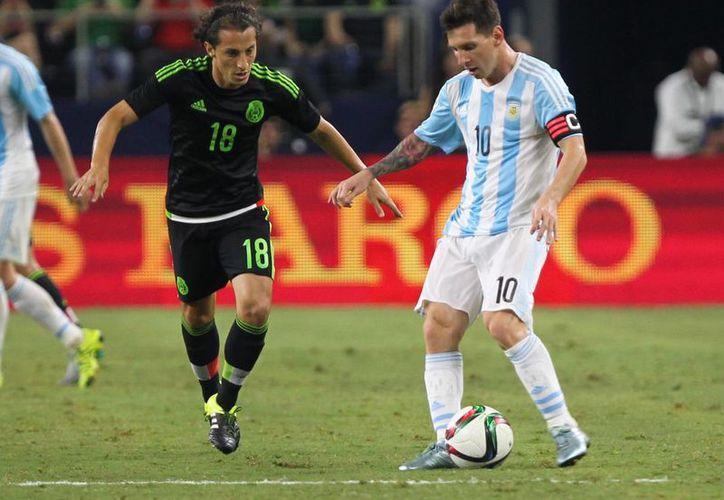Argentina logró sacarle el empate de dos goles a la Selección Mexicana con un gol de Lionel Messi al minuto 88, esta noche en la cancha del estadio AT&T de Airlington, Texas. (Notimex)
