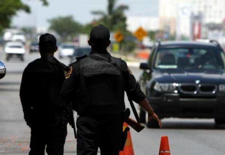 Uno de los sospechosos, quien conducía el auto de la víctima,  fue detenido en un retén de la SSP. (Foto de contexto)