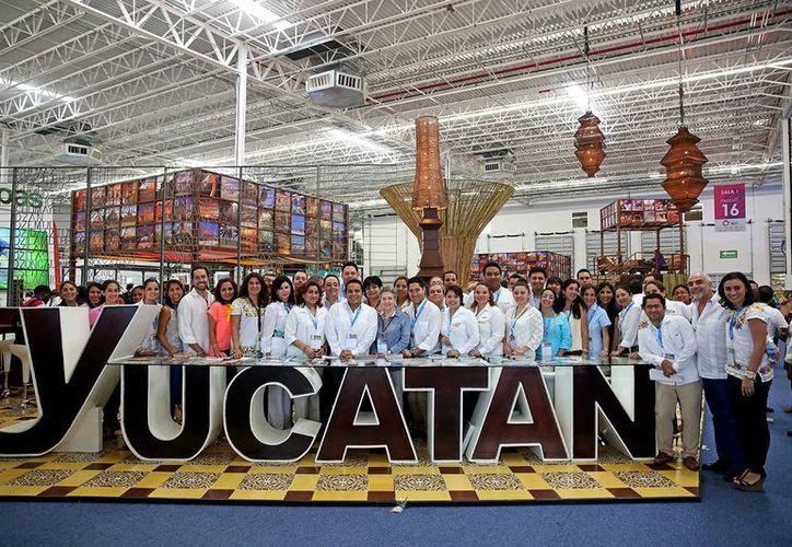 La delegación yucateca que participó en el Tianguis Turístico de México 2014 que se realizó en Cancún, Quintana Roo. (Milenio Novedades)