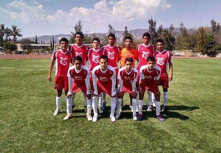 El equipo Avispones de Chilpancingo venía de ganar su partido cuando su autobús fue emboscado y acribillado en Iguala, de donde era el equipo que perdió. (Milenio)