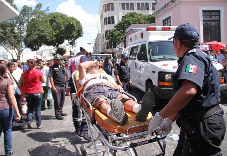 El anciano solo sufrió algunos golpes luego de ser arrollado por una camioneta estaquitas. (Jorge Acosta/SIPSE)