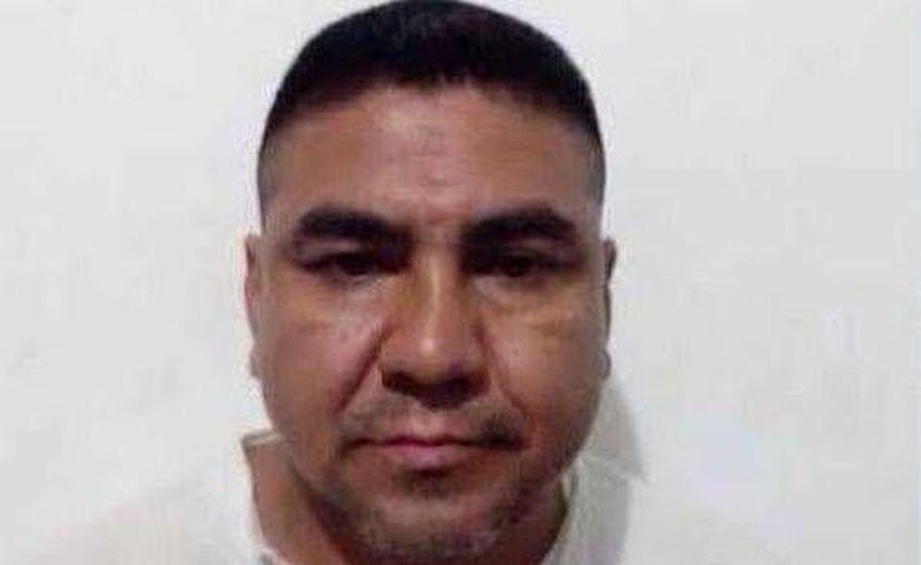 Policías federales le aseguraron a 'El Pollo' tres paquetes de plástico color negro con droga conocida como cristal. (Milenio)