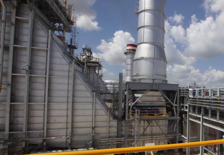 La construcción de la refinería en Tula lleva 11 meses de retraso. (Archivo/Notimex)
