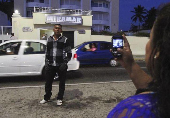 El Chapo fue capturado por segunda vez en este hotel, El Miramar, justo frente al malecón de Mazatlán. El sitio se volvió una atracción turística para cientos de ociosos que no perdieron la oportunidad de tomarse una foto ahí. (Archivo/Agencias)