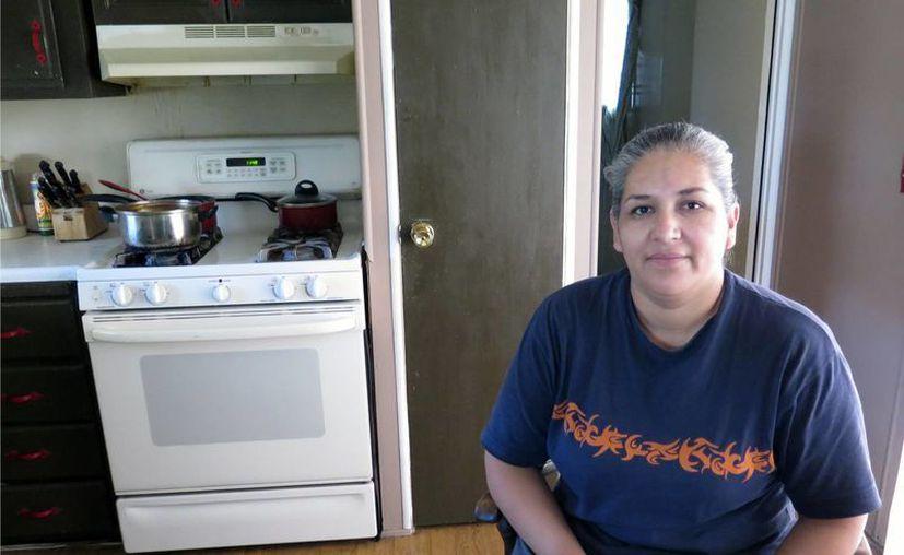 La familia de la mexicana Brenda Armendáriz tiene un 'estatus mixto': dos de sus cuatro hijos nacieron estadounidenses, los demás son ilegales. (AP)