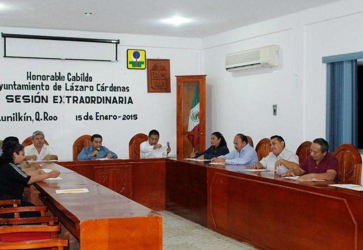 Los funcionarios aprobaron por unanimidad el cambio de estafeta. (Raúl Balam/SIPSE)