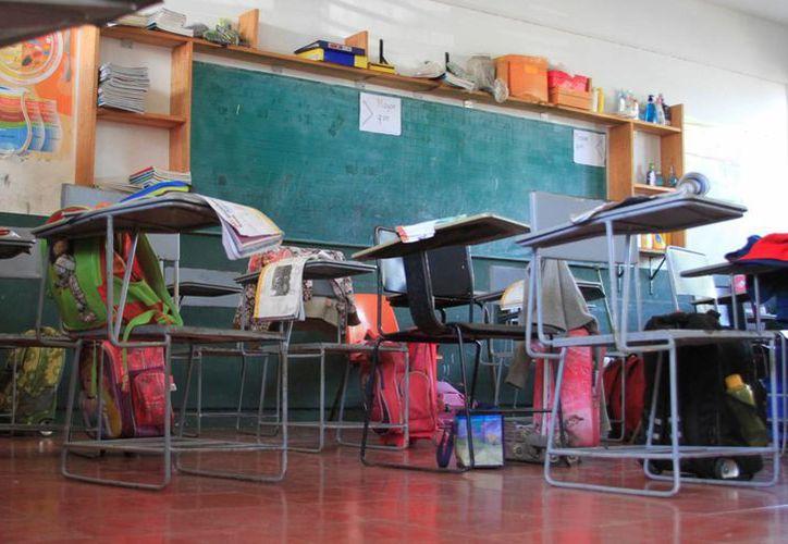 Alumnos del sexto grado de la escuela primaria Fidel Velázquez, no tienen calificación. (Ángel Castilla/SIPSE)