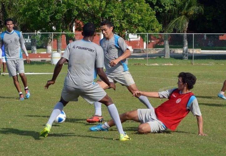Los jugadores del CF Mérida cerraron su preparación para el partido de este sábado por la tarde ante Altamira. (Milenio Novedades)
