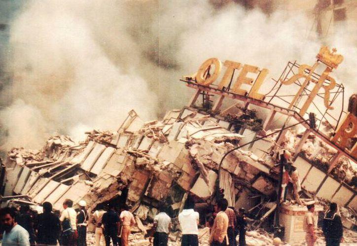 Imagen de archivo del emblemático hotel Regis, el cual quedó totalmente destruido en el sismo del 85. (radioalternativo.com)