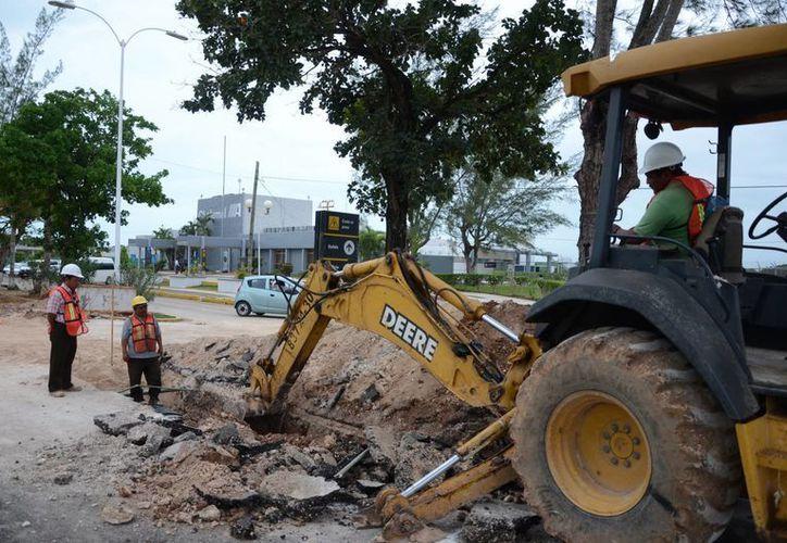 Las obras de infraestructura que se realizan en el Aeropuerto están desfasadas. (Gerardo Amaro/SIPSE)