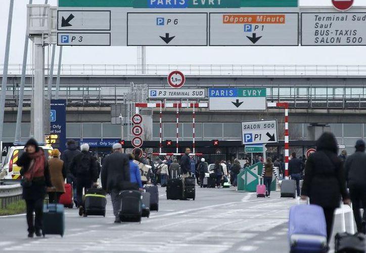 El aeropuerto JFK ha presentado varios contratiempos a consecuencia de la tormenta de nieve. (Foto: Debate)