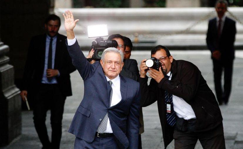Alrededor de las 18 horas de este jueves ingreso Andrés Manuel López Obrado a Palacio Nacional para dar inicio con la reunión pactada con Peña Nieto. (Notimex)