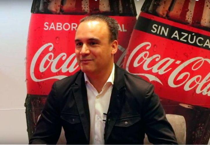 Selman Careaga, vicepresidente de Marketing de Coca-Cola para México, entrevistado por Merca2.0 sobre el nuevo producto Coca-Cola Sin Azúcar. (Captura de pantalla:  www.merca20.com)