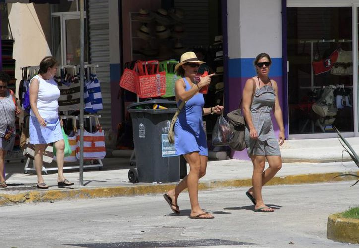 Turistas viajan a Cancún para celebrar el Día de Acción de Gracias. (Israel Leal/SIPSE)