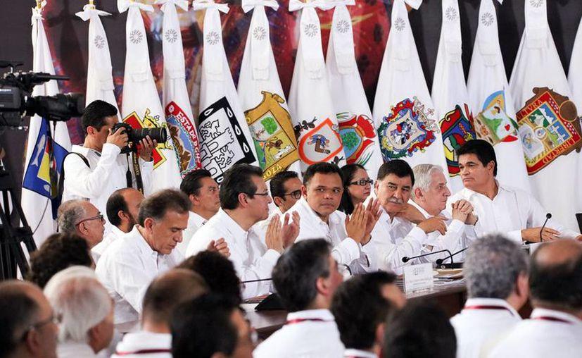Rolando Zapata Bello estuvo en las reuniones con sus colegas de otros estados, en las que hablaron sobre la relación bilateral entre México y EU tras la victoria del republicano Donald Trump. (Milenio Novedades)