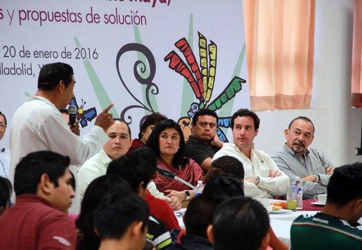 Se presentaron numerosas acciones por las comunidades del interior del Estado. Fotografía del encuentro convocado por derechos humanos y Congreso del Estado con líderes mayas.  (Milenio Novedades)
