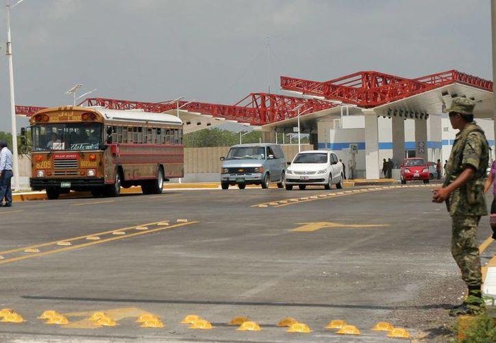 Vehículos particulares, de transporte de pasajeros y de carga utilizarán el moderno puente fronterizo. (Harold Alcocer/SIPSE)