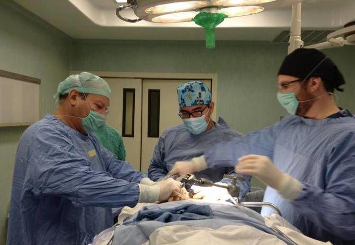 El gobernador aseguró que los servicios médicos de especialidades han aumentado en el estado. (Archivo/SIPSE)