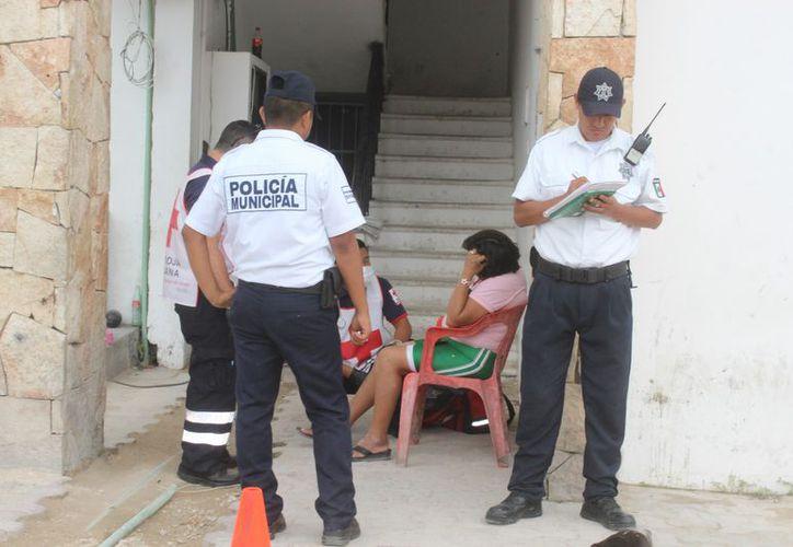 La afectada le pidió a la presidenta municipal solucionar el problema del registro para evitar otros accidentes. (Foto: Sara Cauich/SIPSE)
