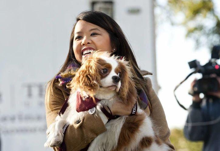 El perro de la enfermera que se contagió de ébola en Dallas, Nina Pham fue puesto en cuarentena y luego dado de alta. (Agencias)