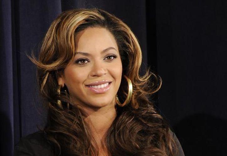 Beyoncé también le dio a su hija una fiesta de cumpleaños que incluyó rosas por más de 80 mil dólares y un pastel gigante de unos 2 mil 500 dólares. (Agencias)